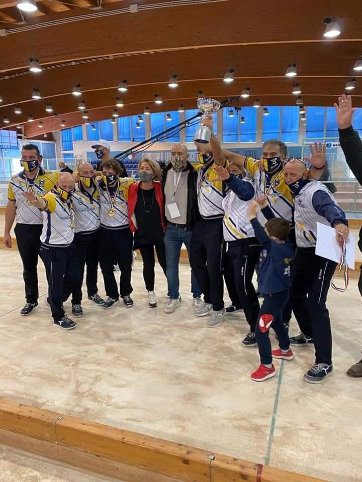 La Squadra senior durante i festeggiamenti per la vittoria dello scudetto